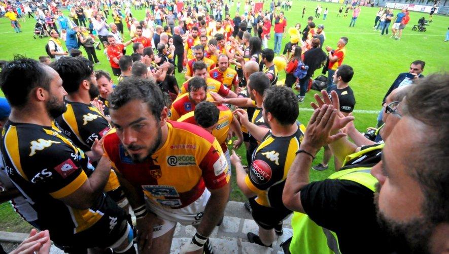 Les joueurs de Chambéry ont salué l'engagement et la volonté des Ruthénois à la fin du match.