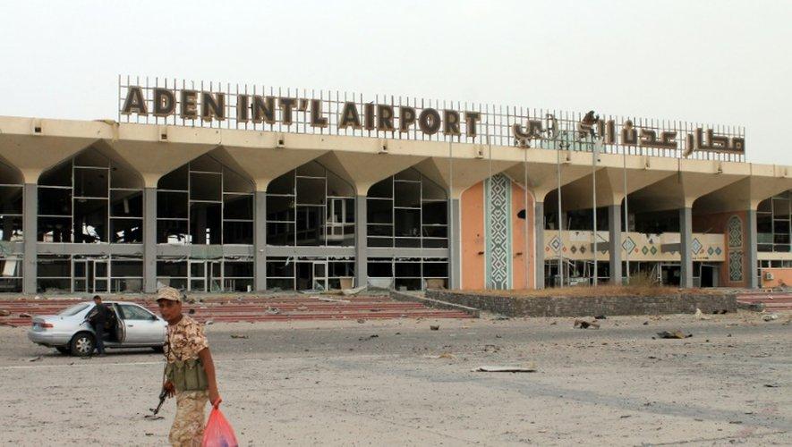 L'aéroport international d'Aden ravagé par les combats, le 14 juillet 2015