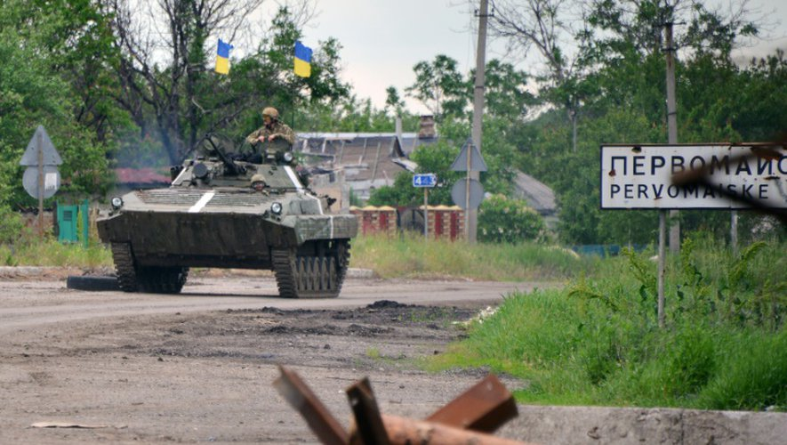 Des soldats ukrainiens, le 30 mai 2015 près de Donetsk, dans l'est du pays