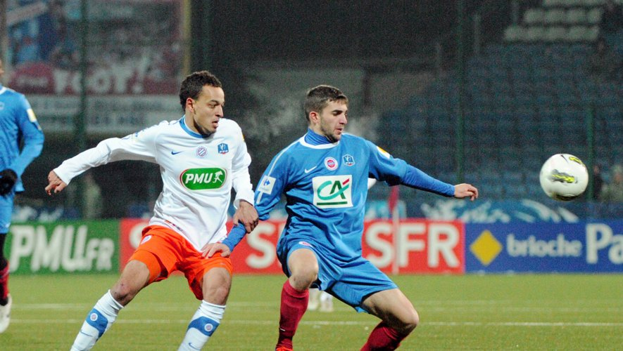 Jordan Fauque en 2012 avec Châteauroux au contact avec Aït Fana (Montpellier), en Coupe de France.