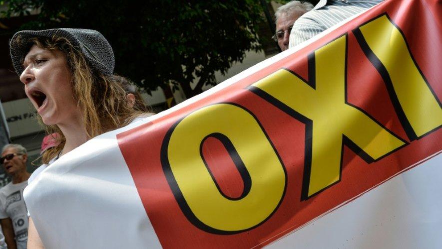 Des manifestants protestent contre les mesures d'austérité prévues dans l'accord signé entre le Premier ministre grec et ses créanciers, le 15 juillet 2015 à Athènes