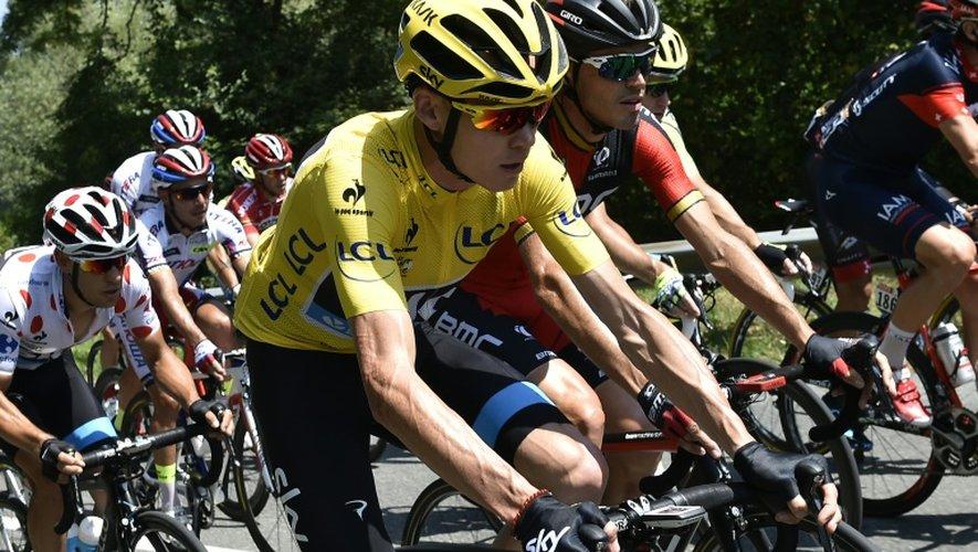 Le maillot jaune du Tour de France Chris Froome lors de la 11e étape du Tour de France, le 15 juillet 2015 entre Pau et Cauterets