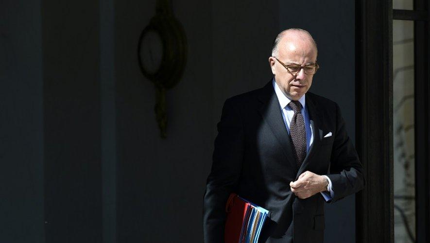 Le ministre de l'Intérieur Bernard Cazeneuve sort du Palais de l'Elysée, le 30 juin 2015 à Paris