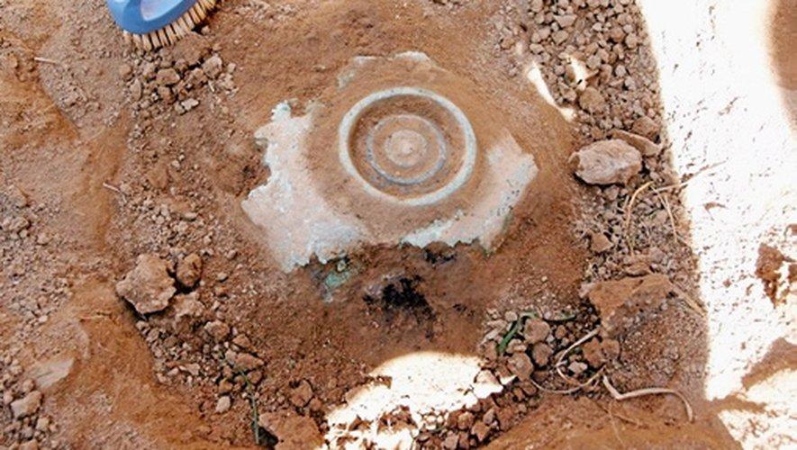 Sorte de plat peu profond employé dans les cérémonies et les rites religieux,  la patère en bronze retrouvée sur le site de Soubins près de Najac laisse augurer de nouvelles découvertes.