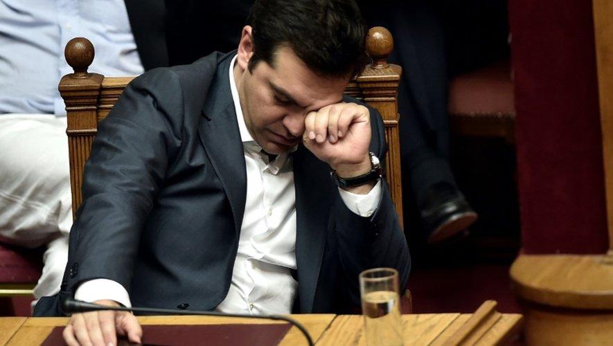 L'ex-ministre des Finances Yanis Varoufakis quitte l'hémicycle, lors d'une session parlementaire à Athènes le 15 juillet 2015