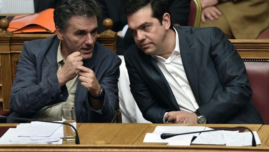 Le Premier ministre grec Alexis Tsipras et le ministre des Finances Euclide Tsakalotos au Parlement grec à Athènes le 15 juillet 2015