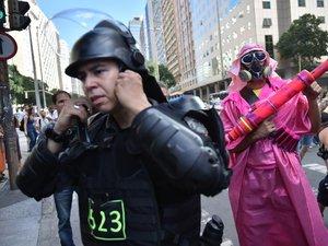 Mondial: gaz lacrymogènes à quelques heures du coup d'envoi