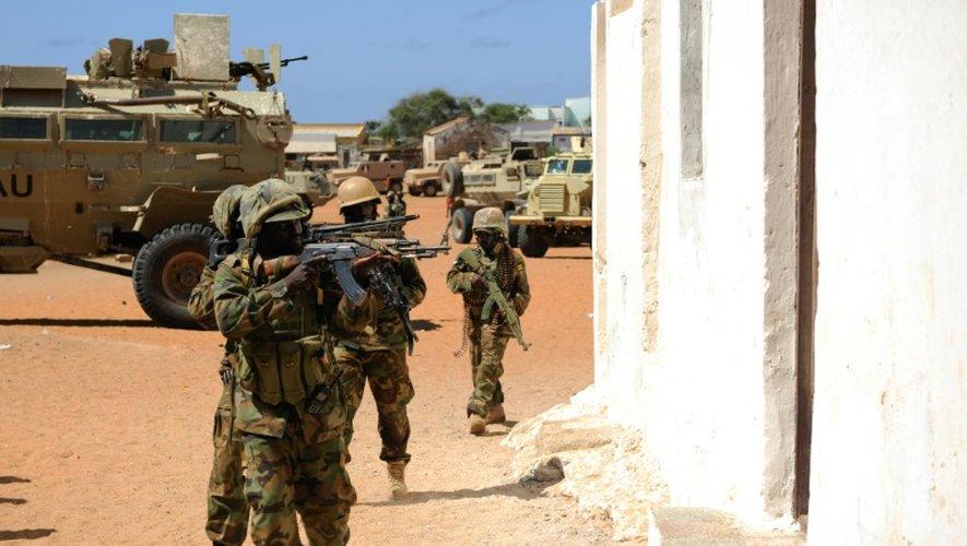 Des soldats de l'Amisom lors d'une opération contre un bastion présumé des shebab à Barawe, le 6 octobre 2014