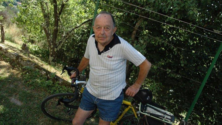 Sur son vélo, Claude Jonis a parcouru bien des routes de l'Hexagone.