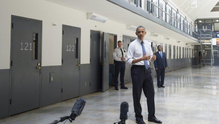 Le président Barack Obama visite la maison d'arrêt fédérale d'El Reno, dans l'Oklahoma, le 16 juillet 2015