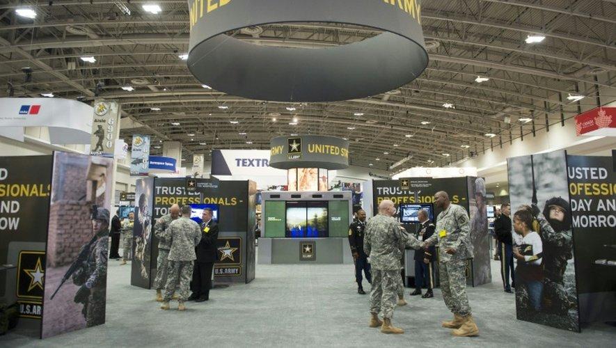Un centre de recrutement de l'armée américaine lors d'un salon à Washington DC le 13 octobre 2014