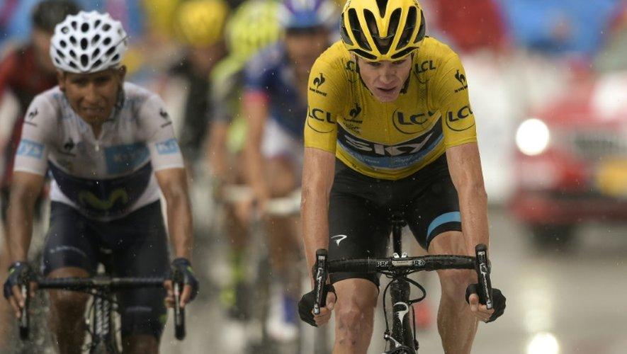 Le maillot jaune du Tour de France Chris Froome, suivi par Nairo Quintana, à l'arrivée de la 12 étape du Tour de France, le 16 juillet 2015 au Plateau de Beille