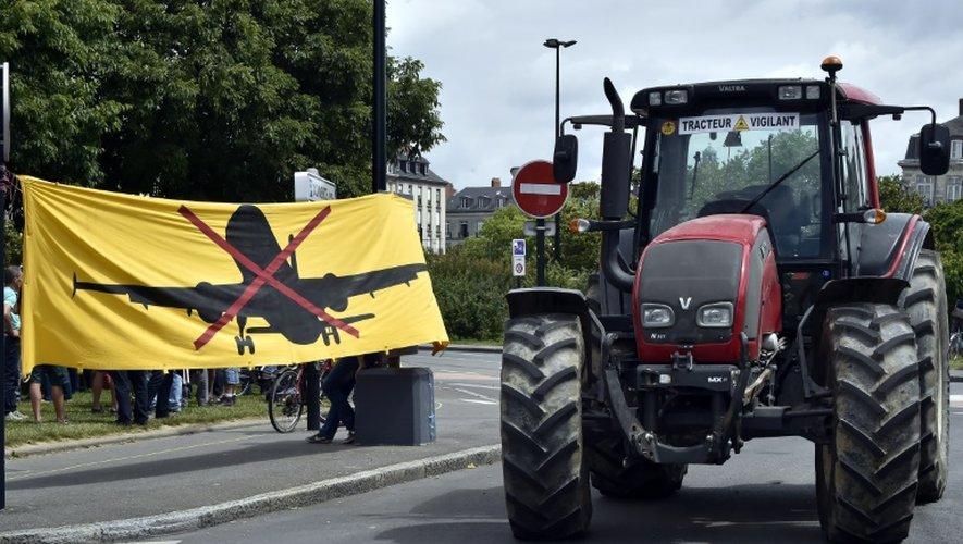 Un tracteur participe à une manifestation contre la construction de l'aéroport Notre-Dame-des Landes près de Nantes le 18 juin 2015