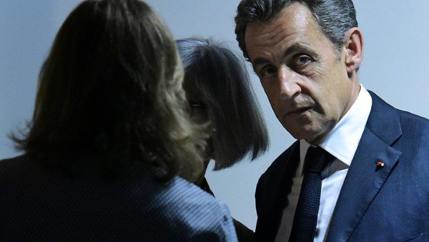 L'ex-président français et actuel président du parti Les Républicains Nicolas Sarkozy (d) à Madrid, le 29 juin 2015