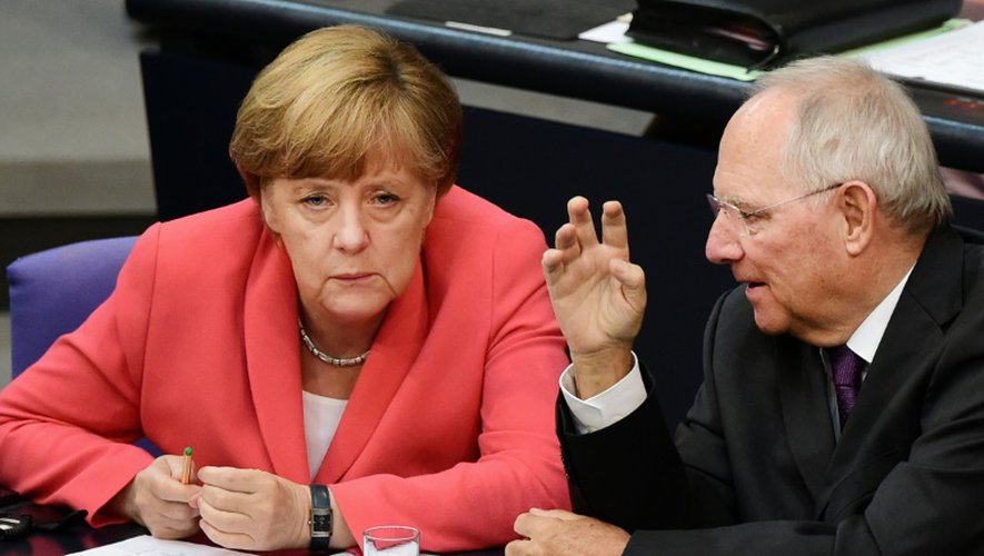 La chancelière allemande Angela Merkel et le ministre des Finances Wolfgang Schaüble devant le Bundestag à Berlin, le 17 juillet 2015