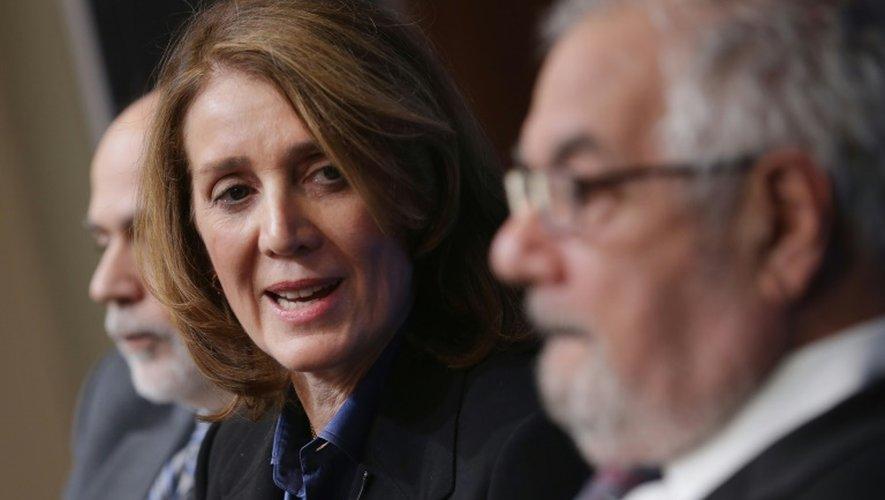 La nouvelle directrice financière de Google, Ruth Porat (centre), le 2 mars 2015 à Washington