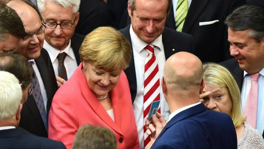 La chancelière Angela Merkel vote après le débat sur la Grèce au Bundestag à Berlin le 17 juillet 2015
