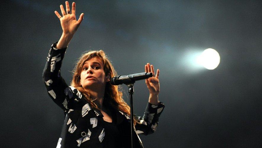 Héloïse Letissier, alias Christine and the Queens,  se produit sur la scène des Vieilles Charrues, au deuxième jour du festival à Carhaix-Plouger (Finistère), le 17 juillet 2015