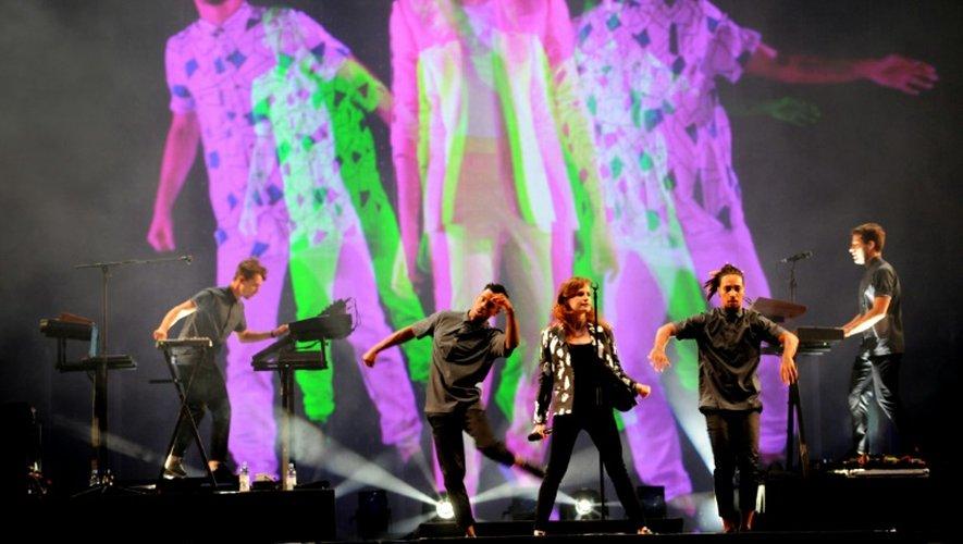 Christine and the Queens, de retour aux Vieilles Charrues, se produit pour la première fois sur la grande scène du festival à Carhaix-Plouger (Finistère), le 17 juillet 2015