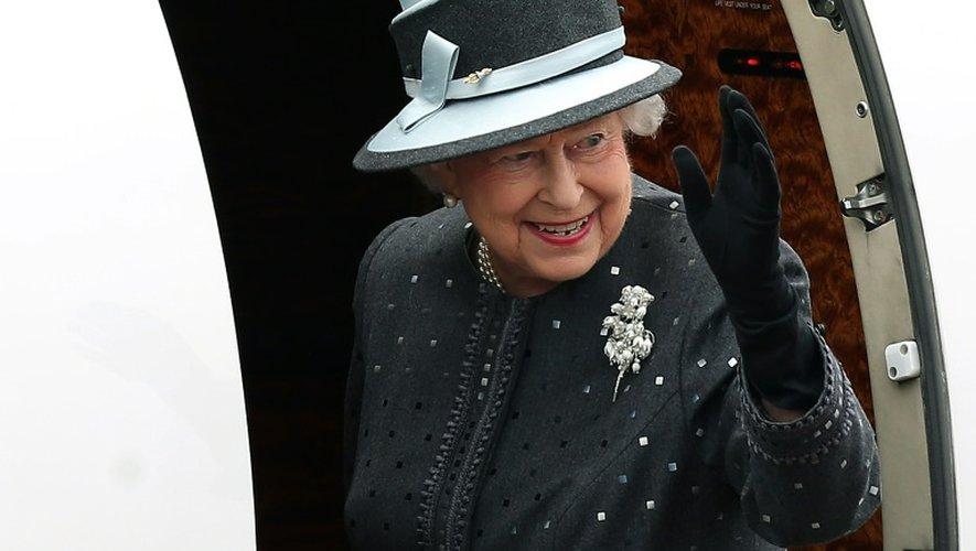 La reine Elizabeth II embarque à Celle pour rentrer à Londres après une visite  en Allemagne, le 26 juin 2015
