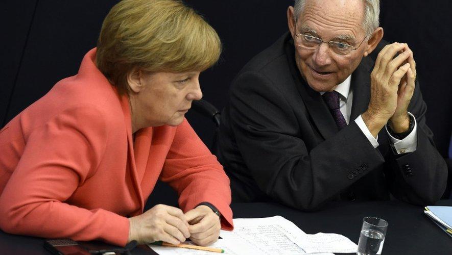 La chancelière Angela Merkel et Wolfgang Schaüble lors d'un débat au Bundestag à Berlin le 17 juillet 2015