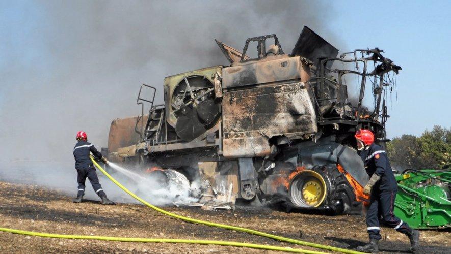 A La Salvetat-Peyralès, deux hectares ont été détruits par le feu à la suite de l'incendie d'une moissonneuse-batteuse.
