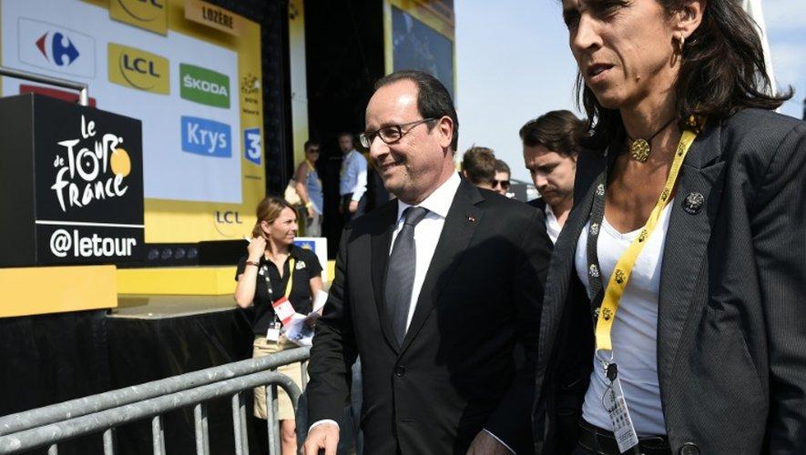 Le président François Hollande à l'arrivée de la 14e étape du Tour de France, le 18 juillet 2015, à Mende