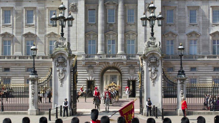 Le cortège de la reine Elizabeth II à Buckingham Palace à Londres, le 27 mai 2015
