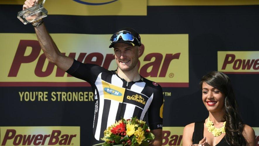 Le Britannique Stephen Cummings célèbre sa 1re place à l'arrivée de la 14e étape du Tour de France, le 18 juillet à Mende