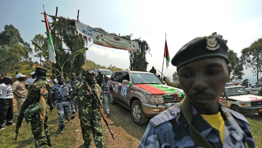 Le convoi du président Pierre Nkurunziza arrive à un meeting du CNDD-FDD, le parti au pouvoir au Burundi, le 17 juillet 2015
