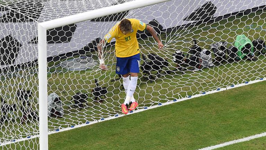Mondial: le Brésil, en chantier, devra patienter