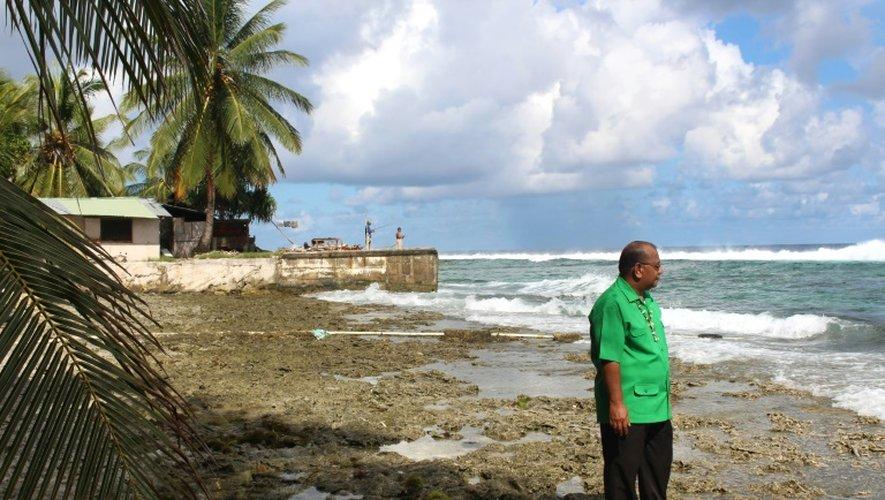 Le président des îles Marshall, Christopher Loeak, devant sa maison à Majuro, le 23 août 2014