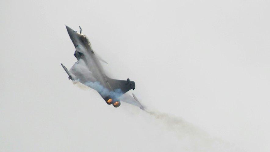 Un avion de combat Rafale lors d'une démonstration au salon international de l'aéronautique et de l'espace au Bourget, près de Paris, le 21 juin 2015