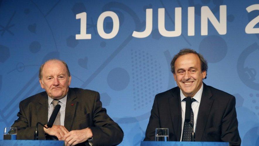 Le Français Michel Platini, président de l'UEFA (d), en conférence de presse, le 10 juin 2015 à Paris