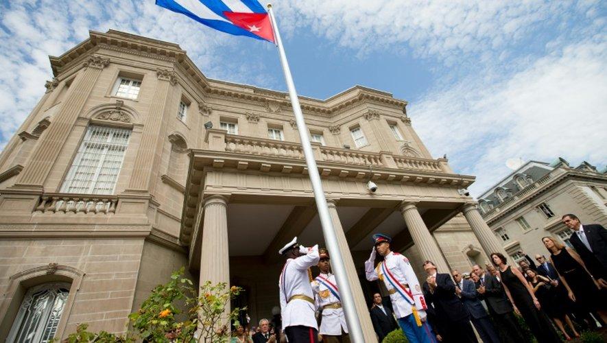 Le drapeau cubain a été hissé devant l'ambassade cubaine à Washington le 20 juillet 2015
