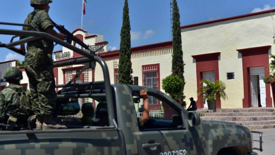 Des soldats patrouillent dans la ville de Badiraguato (Etat du Sinaloa), ville natale de El Chapo, le 17 juillet 2015