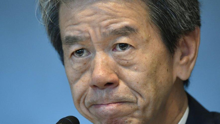 Le président de Toshiba Hisao Tanaka annonce sa démission le 21 juillet 2015 lors d'une conférence de presse à Tokyo