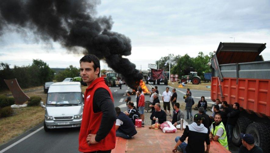 Des agriculteurs en colère bloquent le pont d'Oléron, le 22 juillet 2015