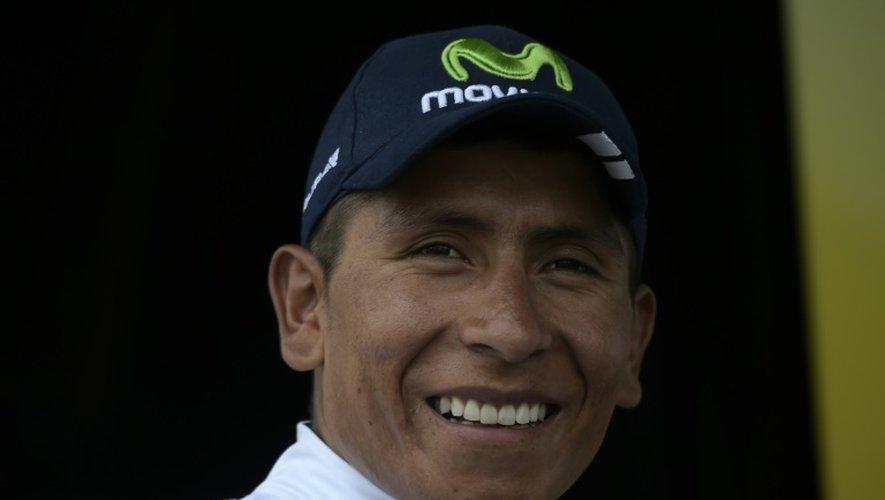 Le Colombien Nairo Quintana célèbre sur le podium son maillot blanc de meilleur jeune podium à l'issue de la 15e étape, le 19 juillet 2015 à Valence