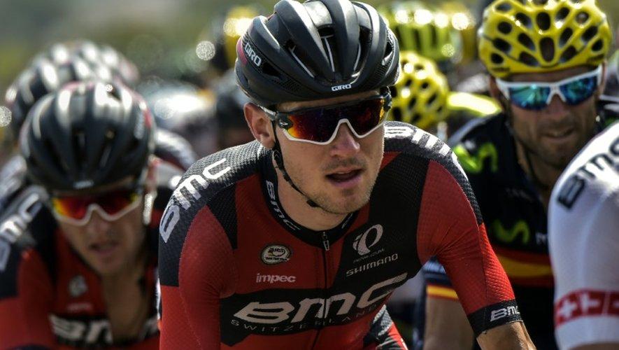 L'Américain Tejay Van Garderen (c) au milieu du peloton lors de la 13e étape du Tour de France, le 17 juillet 2015 à Rodez
