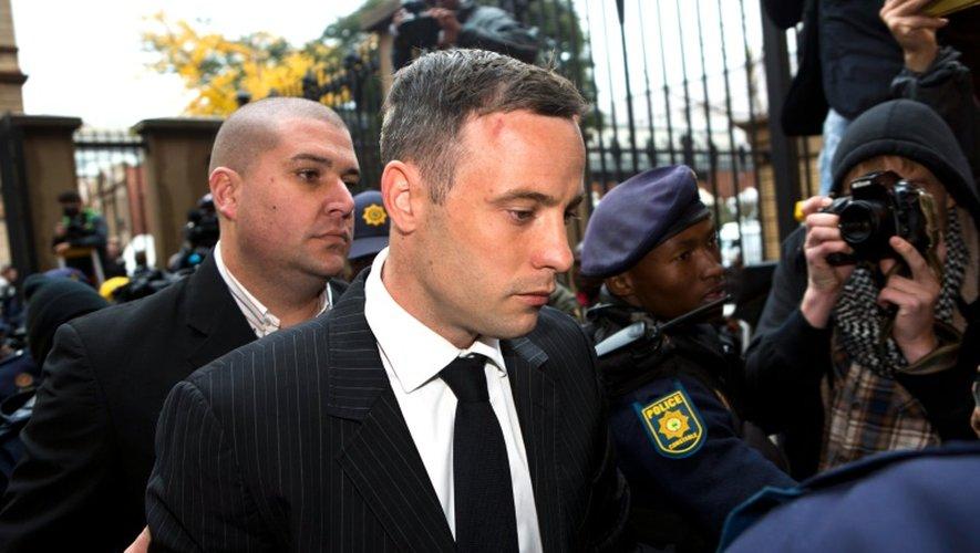 Oscar Pistorius arrive au tribunal de Pretoria, le 13 juin 2016 pour connaitre la sentence après avoir été reconnu coupable de meurtre