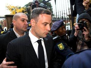 """Oscar Pistorius, un homme """"brisé psychologiquement"""" devant la justice"""