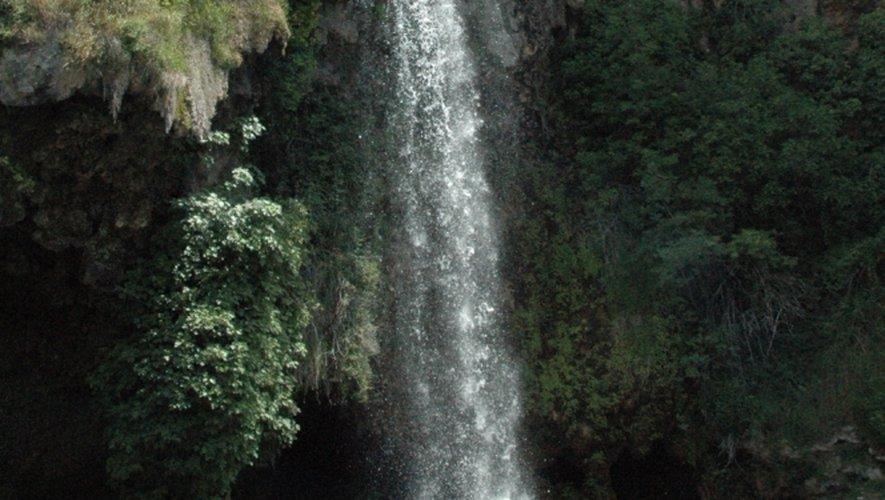 Le vallon de Marcillac compte de nombreuses cascades (dont celle de Lacan, Fontcoussergues, Polissal). Mais c'est assurément celle de Salles-la-Source qui domine par sa notoriété, même si les autres cascades méritent aussi le détour.