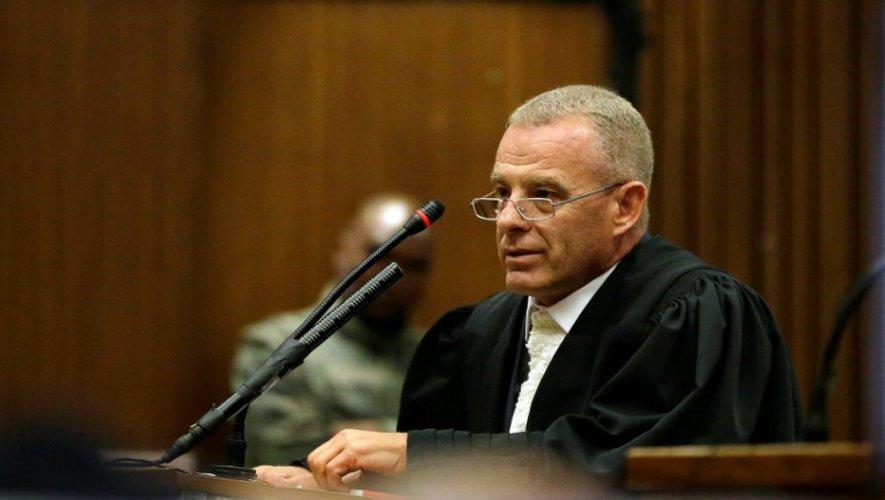 Le procureur Gerrie Nel, s'adresse au tribunal de  Pretoria, le 13 juin 2016