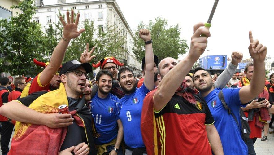 Supporters italiens et belges ensemble dans les rues de Lyon, le 13 juin 2016