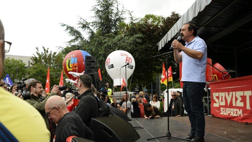 Le secrétaire général de la CGT Philippe Martinez s'adressant à la foule à Bobigny, dans le nord de Paris, le 27 mai 2016