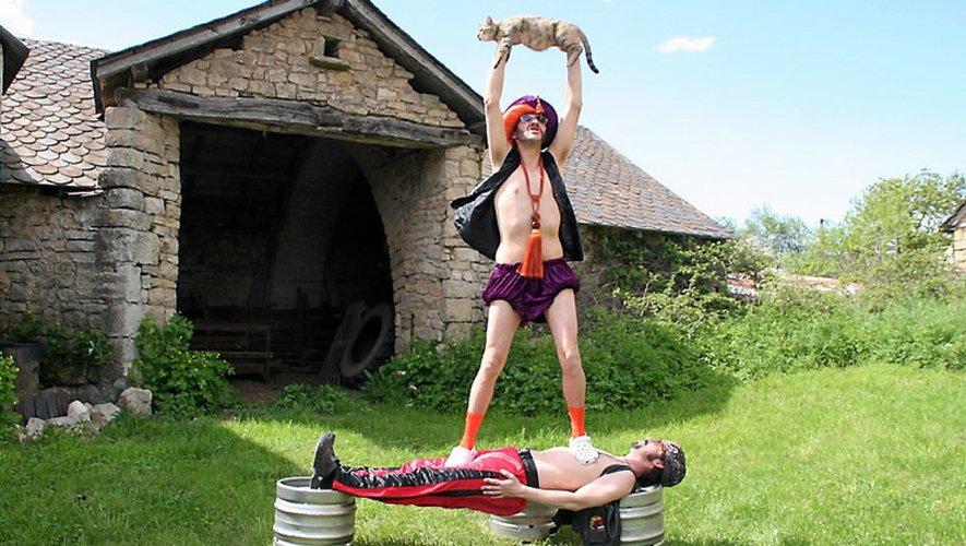 Les Fabulouze ont plusieurs tours dans leur sac. Un spectacle où s'enchaînent des performances inhumaines et inimaginables pour le commun des mortels.