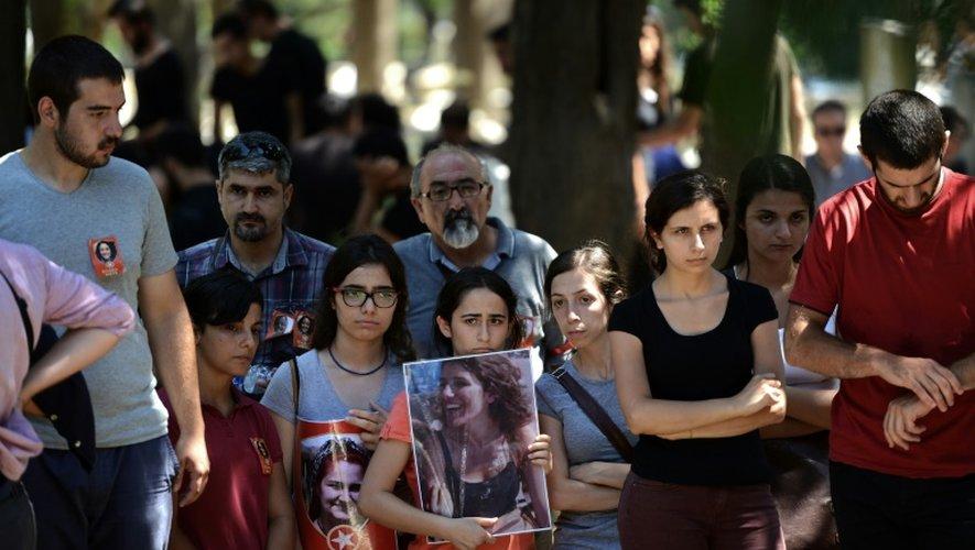 Funérailles d'Ece Dinc, victime de l'attentat de Suruç, à Istanbul le 22 juillet 2015