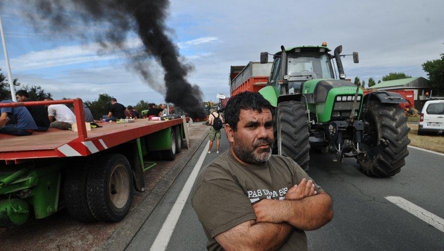 Au quatrième jour d'une mobilisation qui va crescendo depuis dimanche, les éleveurs en colère bloquent toujours le périphérique de Caen et les accès au Mont-Saint-Michel pour la troisième journée consécutive, mercredi matin.