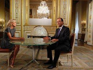 Hollande mantient la pression sur Damas et tente d'apaiser les Français